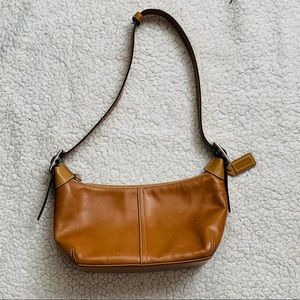 Vintage Coach zip top shoulder bag